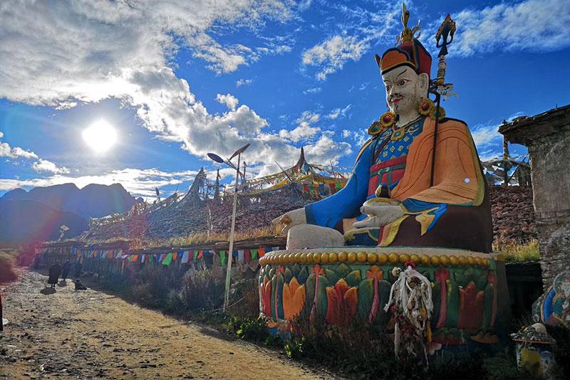 Guru-Rinpoche-in-Tibet